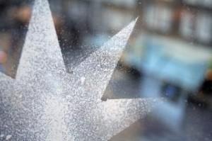 nieve-navidad-aerosol-estrellas_19-98218
