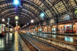 milan-train-station-at-midnight_l